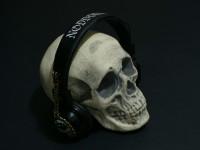 SkullWithBalckCat