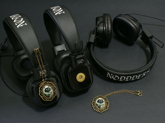 Black cat gothic headphones