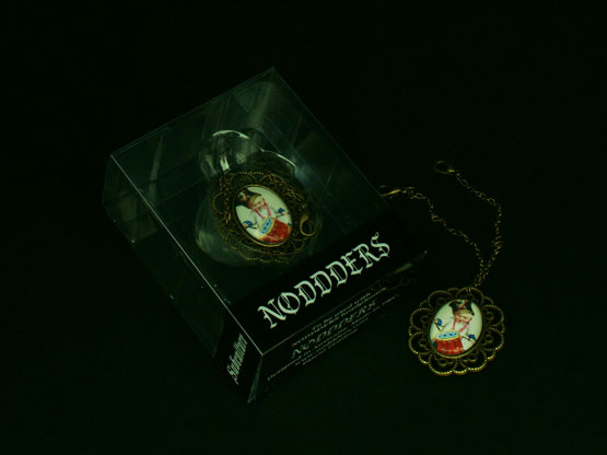 Vintage jewellery for headphones
