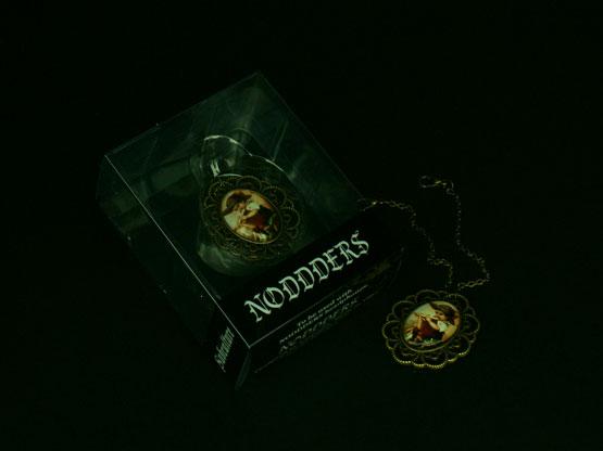 Unique vintage jewellery for headphones