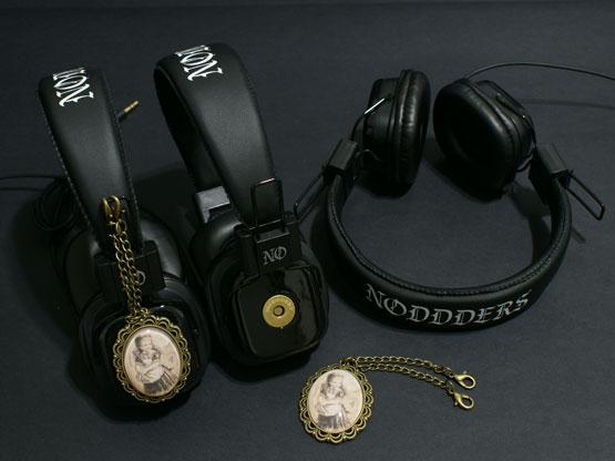 retro look noddders headphones